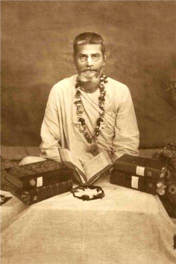 Bhakti Pragyan Keshav Maharaja